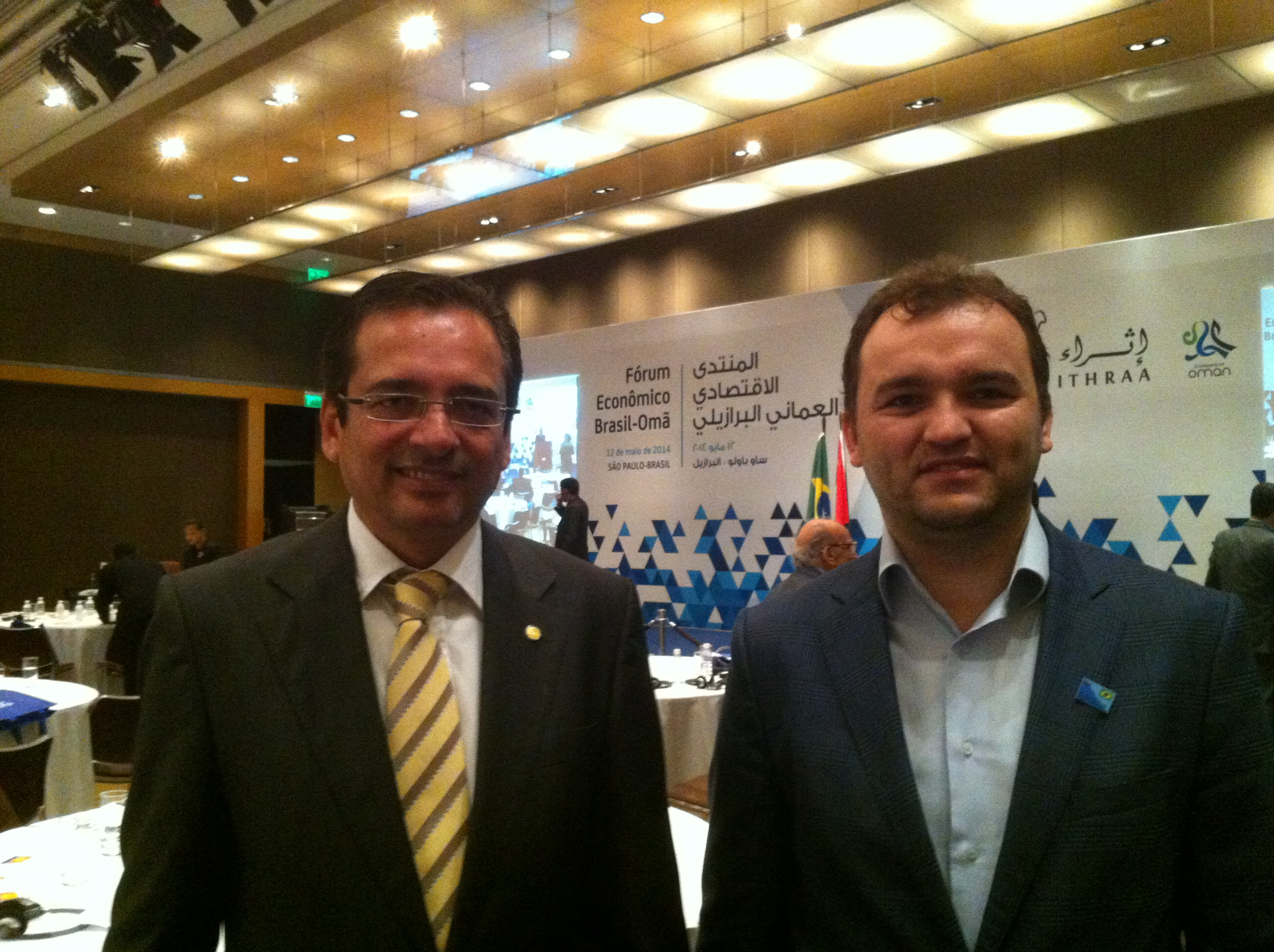 DETENÇÃO DE JORNALISTAS E CENÓGRAFOS NA TURQUIA O dia 14 de dezembro de 2014, domingo, sem dúvida, foi um dos mais tristes da história para a democracia e para a liberdade de imprensa na Turquia. Vários jornalistas, cenógrafos de seriados de TV, inclusive o editor do maior jornal da Turquia (Zaman e Today's Zaman), Ekrem Dumanli, e o presidente de um dos maiores grupos de emissoras de TV (Samanyolu), Hidayet Karaca, foram detidos com acusações infundadas.