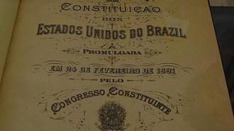 Em 24/02/1891, foi promulgada a 1ª. Constituição Republicana, marcando a transição do estado brasileiro da monarquia para a república. Esteve em vigor durante a 1ª. República, e entre seus constituintes estavam Prudente de Moraes e Rui Barbosa.